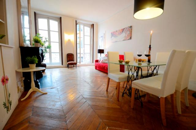 Saint-Honore Apartment Paris